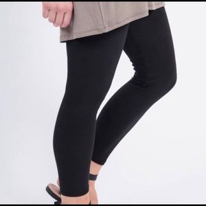 NWT Women's Black Leggings 🖤